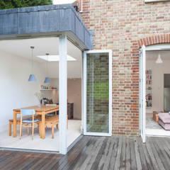 TE Residence:  Houses by deDraft Ltd