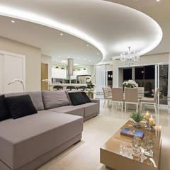 Casa Villa: Salas de estar  por Designer de Interiores e Paisagista Iara Kílaris
