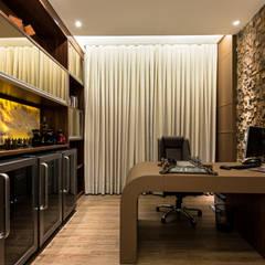 Casa Villa: Escritórios  por Designer de Interiores e Paisagista Iara Kílaris
