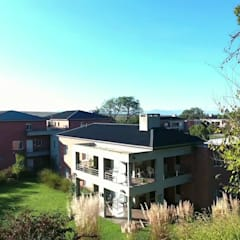 Las terrazas tienen vistas abiertas al parque: Terrazas de estilo  por Proyecto Norte