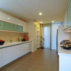 Retro Chic | CONDOMINIUM:  Kitchen by Design Spirits