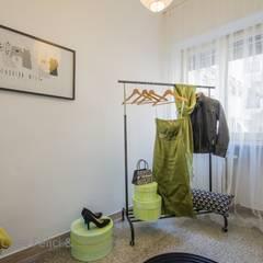 Home Staging a Ponte Milvio: Spogliatoio in stile  di Flavia Case Felici