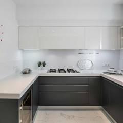 آشپزخانه by Laura Yerpes Estudio de Interiorismo
