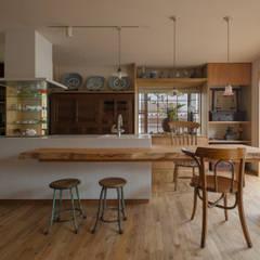 غرفة السفرة تنفيذ スタジオ・スペース・クラフト一級建築士事務所