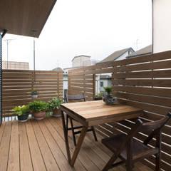 松戸市H邸: スタジオ・スペース・クラフト一級建築士事務所が手掛けたテラス・ベランダです。,カントリー 無垢材 多色