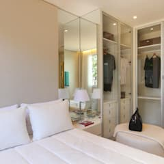 Dressing room by homify, Minimalist