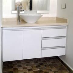 Remodelación de baños: Baños de estilo  por Remodelar Proyectos Integrales