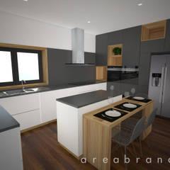 Sala e Cozinha : Cozinhas  por Areabranca