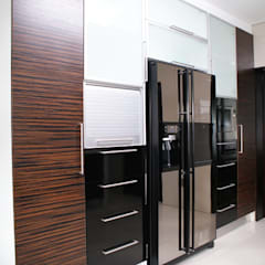 Kitchens: minimalistic Kitchen by Life Design