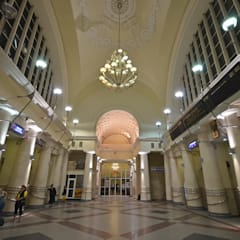 Dnepropetrovsk Station : Spazi commerciali in stile  di M.M. Lampadari