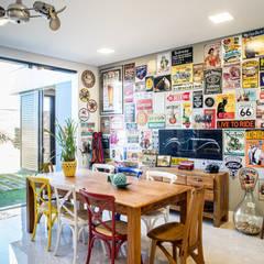 بلكونة أو شرفة تنفيذ Camila Castilho - Arquitetura e Interiores
