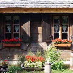 Firleje kilka lat później.: styl , w kategorii Domy zaprojektowany przez Nowak i Nowak Architekci