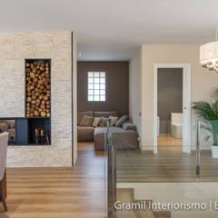 Vivienda en Cesalpina: Pasillos y vestíbulos de estilo  de Gramil Interiorismo II - Decoradores y diseñadores de interiores