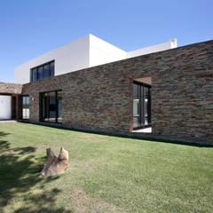MORADIA BIRRE: Casas  por fernando piçarra fotografia