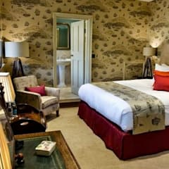 HEVER CASTLE LUXURY B&B RENOVATION:  Hotels by Interiors at Nine to Eleven