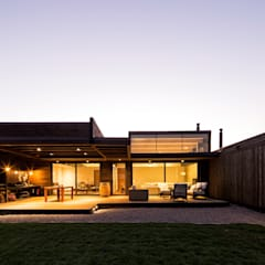 منازل تنفيذ SUN Arquitectos , حداثي
