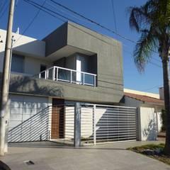 Vivienda unifamiliar en Guadalupe: Casas de estilo clásico por VHA Arquitectura