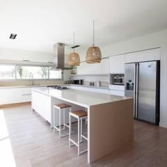 CASA ML: Livings de estilo  por DMS Arquitectura