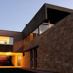FOC I: Casas de estilo  por DMS Arquitectura