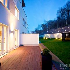 Dom we Frankfurcie: styl , w kategorii Taras zaprojektowany przez JN STUDIO JOANNA NAWROCKA