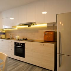 Pandan Garden Renovation:  Kitchen by Designer House,Classic