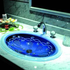 SLAVIA CRYSTAL VINEA  Decor WB-005  洗面ボウル  水栓 JORGER  フローラレクリスタル (クリアー): SLAVIA  CRYSTALが手掛けた浴室です。