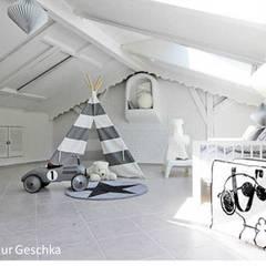 Kinderzimmer : skandinavische Kinderzimmer von Münchner home staging Agentur GESCHKA