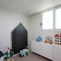 분양아파트 리모델링 하고 입주하기 : 디자인투플라이의  아이방