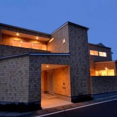 Gate Garage® 包み庭の家: フォーレストデザイン一級建築士事務所が手掛けた家です。