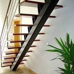 Escadas Metálicas para recintos aconchegantes: Bares e clubes  por Kapp Industrial do Brasil