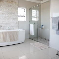 House Shenck Rerh:  Bathroom by Rudman Visagie,