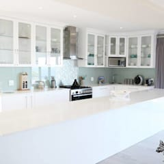 House Shenck Rerh:  Kitchen by Rudman Visagie