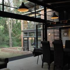 Forest Edge Guest House, Clarens: industrial Dining room by Reinier Brönn Architects & Associates