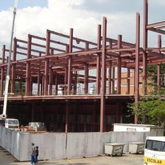 Edificações Metálicas /  Múltiplos Andares: Edifícios comerciais  por Kapp Industrial do Brasil