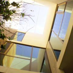 Hogar OV. : Paredes de estilo  por Lozano Arquitectos
