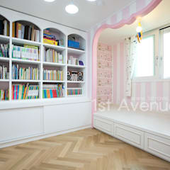 Nursery/kid's room by 퍼스트애비뉴,