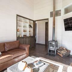 CASA RH: Livings de estilo  por ESTUDIO BASE ARQUITECTOS, Rústico Madera Acabado en madera