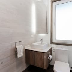 Bathroom by ESTUDIO BASE ARQUITECTOS