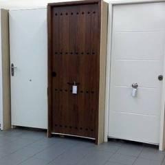 Puertas de Entrada de Seguridad: Ventanas de estilo  de Puertas Calvente SL