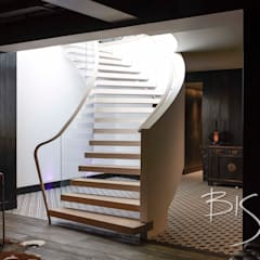 Basement Staircase Design by Bisca:  Media room by Bisca Staircases
