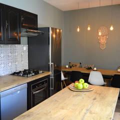 Kitchen by Laura Benitta Architecture d'intérieur et création de jardins