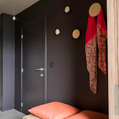 Aménagement complet d'un rez-de-chaussée à Le Roux: Couloir et hall d'entrée de style  par Marie'S Home,