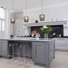 Hampshire:  Kitchen by Lewis Alderson