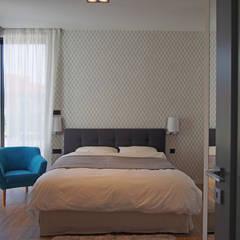 dom 200m: styl , w kategorii Sypialnia zaprojektowany przez Projekt Kolektyw Sp. z o.o.