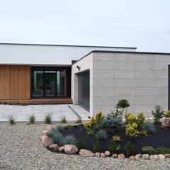 dom 200m: styl , w kategorii Domy zaprojektowany przez Projekt Kolektyw Sp. z o.o.