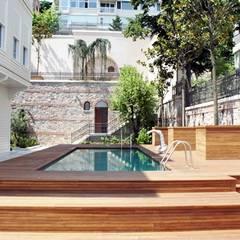 Öztek Mimarlık Restorasyon İnşaat Mühendislik – Yalı Bahçesinde Havuz:  tarz Havuz