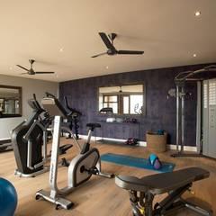 Mhondoro, een Lodge in Zuid-Afrika:  Fitnessruimte door All-In Living,
