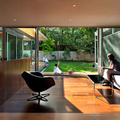 Casa Abierta:  Living room by KUBE Architecture, Modern