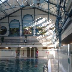 Alte Schwimmhalle Charlottenburg:  Pool von Igne Degutyte - homify