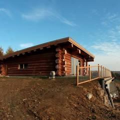 Nadbudowa Grzegorzowice: styl rustykalne, w kategorii Domy zaprojektowany przez Organica Design & Build
